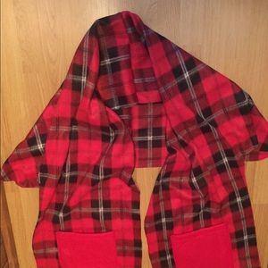 Handmade, new, fleece scarf/shawl/wrap. Red/black